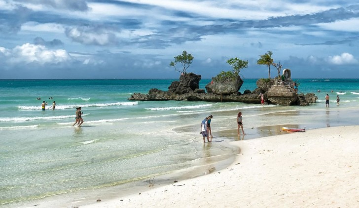 White-Beach-Boracay-2